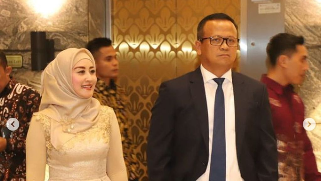 Melihat Koleksi Mobil-Motor Edhy Prabowo dan Istrinya