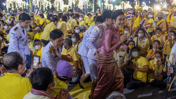 Thailand's royal noble consort Sineenat Bilaskalayani greets supporters in Bangkok, Thailand, Sunday, Nov. 1, 2020. Under increasing pressure from protesters demanding reforms to the monarchy, Thailand's king and royal family met Sunday with thousands of adoring supporters in Bangkok, mixing with citizens in the street after attending a religious ceremony inside the Grand Palace. (AP Photo/Wason Wanichakorn)