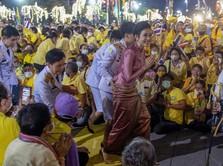 Foto Syur Bocor, Raja Thailand Mesra Gandeng Selir Sineenat