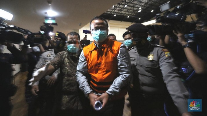 Menteri Kelautan dan Perikanan Edhy Prabowo di tahan KPK. (CNBC Indonesia/ Tri Susilo)