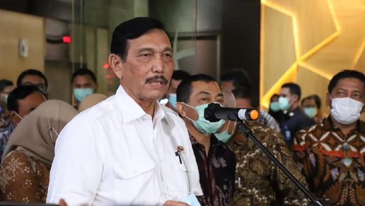 Menteri Luhut Binsar Pandjaitan, sebagai Menteri Kelautan dan Perikanan Ad Interim, di Kantor KKP, Jakarta.