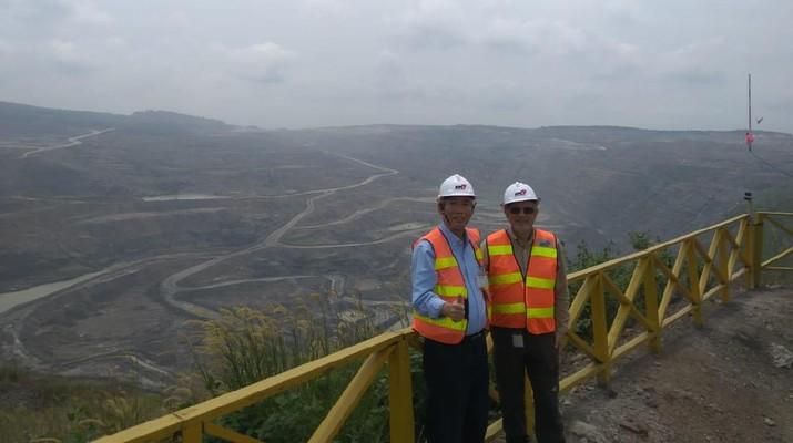 Lo Kheng Hong mengunjungi tambang batu bara PT Bumi Resources Tbk pada 2018 (Dok Pribadi Lo Kheng Hong)