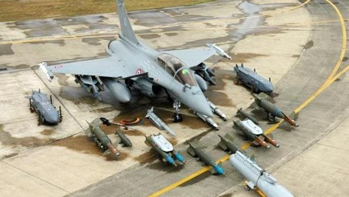 Jet Rafale dengan persenjataan