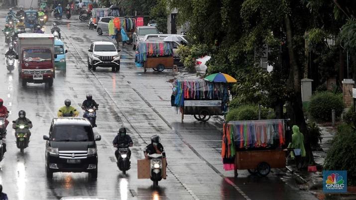 Ilustrasi penjual jas hujan. (CNBC Indonesia/Muhammad Sabki)