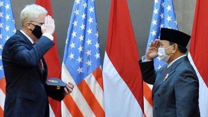 Menteri Pertahanan RI Prabowo Subianto Menerima kunjungan Christopher C Miller - United States Secretary of Defense (Menhan AS) di Kementerian Pertahanan RI. (Instagram/@Rizkyiransyah)