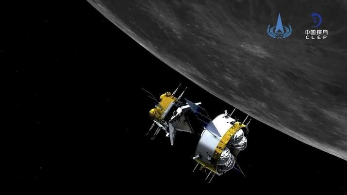 Simulasi grafis kendaraan luar angkasa China, Chang'e 5, yang mengorbit Bulan (China National Space Administration/Xinhua via AP)