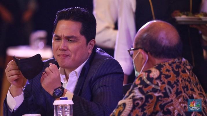 Menteri Badan Usaha Milik Negara RI (BUMN) Erick Thohir dalam acara CNBC Award dengan tema Menyongsong Bangkitnya Ekonomi Indonesia 2021. (CNBC Indonesia/Andrean Kristianto)