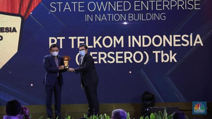 PT Telkom Indonesia (Persero) Tbk dalam acara CNBC Indonesia Award 2020 dengan tema Menyongsong Bangkitnya Ekonomi Indonesia 2021. (CNBC Indonesia/Andrean Kristianto)