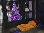 Sedih! Miskin, Warga Negerinya Balotelli Tidur di Emperan Mal