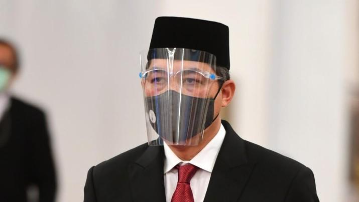 Menteri Perdagangan Muhammad Lutfi mengikuti upacara pelantikan di Istana Negara, Jakarta, Rabu (23/12/2020). Presiden melantik enam menteri untuk menggantikan posisi menteri lama (reshuffle) dan lima wakil menteri, diantaranya Tri Rismaharini sebagai Menteri Sosial, Sakti Wahyu Trenggono sebagai Menteri Kelautan dan Perikanan, Yaqut Cholil Qoumas sebagai Menteri Agama, Budi Gunadi Sadikin sebagai Menteri Kesehatan, Sandiaga Salahudin Uno sebagai Menteri Pariwisata dan Ekonomi Kreatif serta M Lutfi sebagai Menteri Perdagangan. (BPMI Setpres/Muchlis Jr)