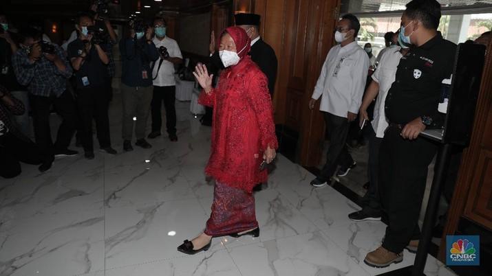 Upacara serah terima jabatan Menteri Sosial kepada Tri Rismaharini (CNBC Indonesia/Muhammad Sabki)