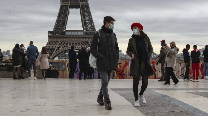 Prancis tidak menutup kemungkinan memberlakukan lockdown nasional ketiga jika angka kasus covid-19 terus meningkat. (AP/Bob Edme)