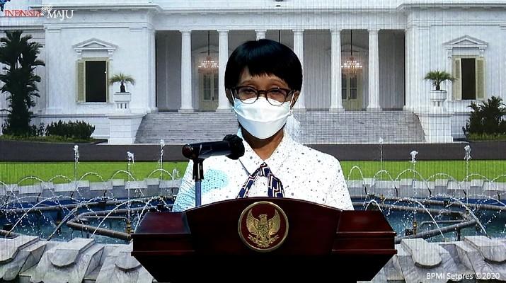 Menteri Luar Negeri Retno Marsudi dan Juru Bicara Satuan Tugas Penanganan Covid-19 Prof. Wiku Adisasmito memberikan keterangan pers di Kantor Presiden, Jakarta, 28 Desember 2020. (Tangkapan layar Setpres RI)