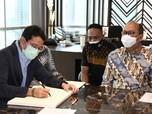 Menteri Sandi Uno 'Ngobrol' Sama Bos Airasia, Bahas Apa Ya?