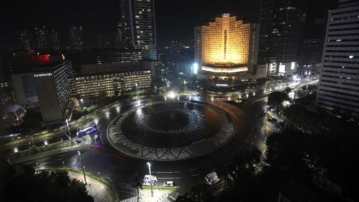 Tahun baru 2021 di Indonesia. (AP/Dita Alangkara)