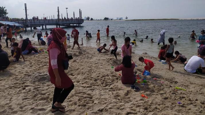 Suasana pantai Ancol di Jakarta. (Dok: Ayos Via CNBC TV)