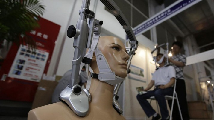 A mannequin with the cervical spine immobilization device is displayed at China Medical Beauty and Plastic Surgery Equipment Exhibition in Shanghai, China, Wednesday, June 5, 2013. (AP Photo/Eugene Hoshiko)