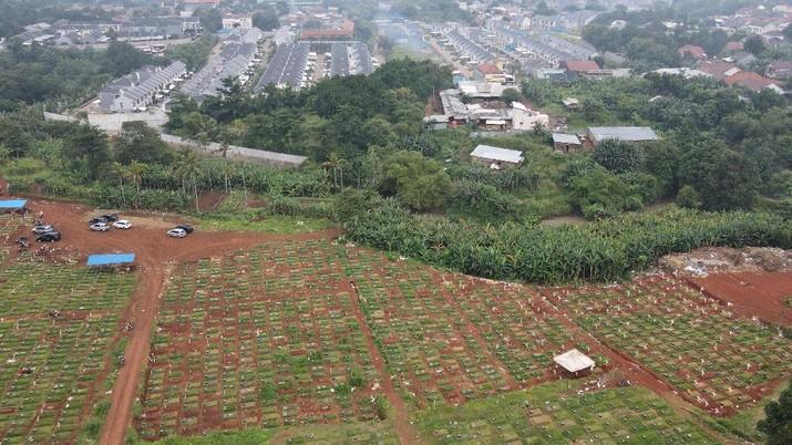 Suasana pemakaman TPU Pondok Ranggon, di Jakarta, Selasa (5/1/2021).