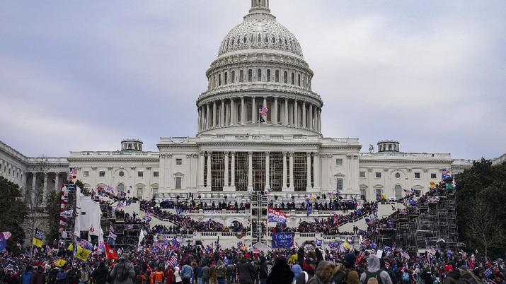 Trump supporters gather outside the Capitol, Wednesday, Jan. 6, 2021, in Washington. As Congress prepares to affirm President-elect Joe Biden's victory, thousands of people have gathered to show their support for President Donald Trump and his claims of election fraud. (AP Photo/John Minchillo)