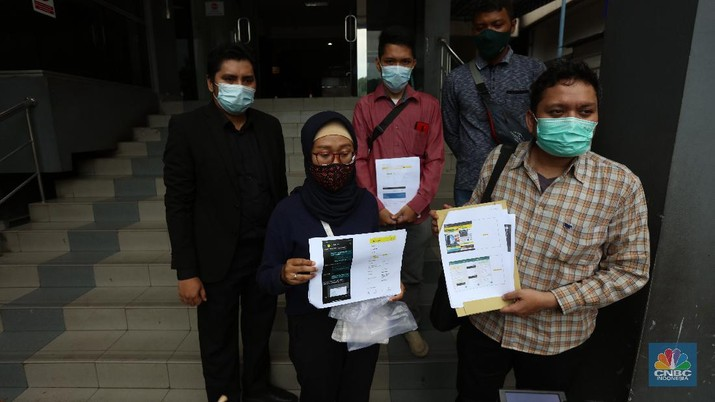 Laporan Korban Dugaan Penipuan Grab Toko di Polda Metro Jaya. (CNBC Indonesia/Tri Susilo)
