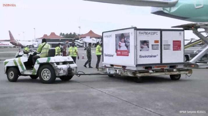 Kedatangan Vaksin Covid-19 Tahap Ketiga, Bandara Soekarno Hatta, 12 Januari 2021. (tangkapan Layar Youtube Sekretariat Presiden)