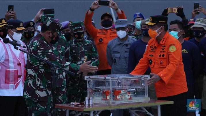 Penemuan Flight Data Recorder Pesawat Sriwijaya Air SJ 182 (CNBC Indonesia/ Tri Susilo)