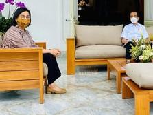 Sri Mulyani Langsung Temui Jokowi yang Habis Disuntik Vaksin