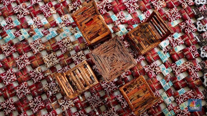 Ilustrasi limbah kertas jadi barang bernilai ekonomis. (CNBC Indonesia/Tri Susilo)