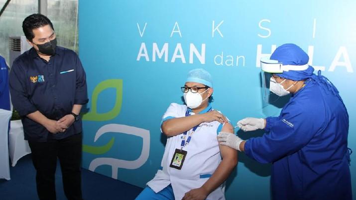 Menteri BUMN, Erick Thohir optimistis vaksinasi periode pertama yang ditujukan kepada tenaga kesehatan (Nakes) akan melindungi dan memperkuat kesehatan, serta dedikasi dalam memerangi pandemi COVID-19. (Dok: BUMN)