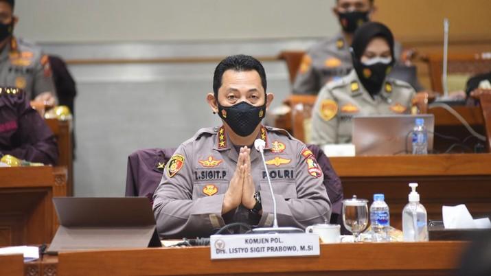 Calon Kapolri Komjen Pol Listyo Sigit Prabowo menjalani uji kelayakan dan kepatutan dengan Komisi III DPR setelah sebelumnya menyerahkan makalah berisi visi dan misi Sigit jika terpilih sebagai Kapolri. (Dok: Ist)
