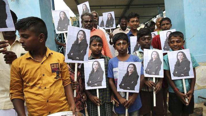 Kampung halaman Kamala Harris di India rayakan kemenangannya sebagai wapres AS. (AP/Aijaz Rahi)