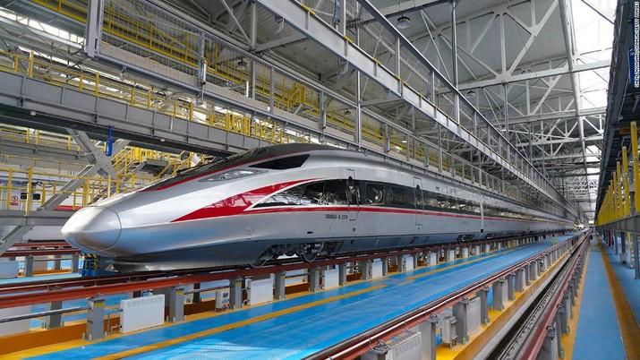 Prototipe kereta debut China yang dapat mencapai kecepatan 620 kilometer per jam. Ist
