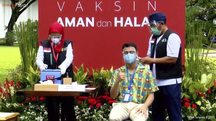 Vaksinasi Covid-19 Dosis ke-2 Dokter Raffi Ahmad  (Tangkapan Layar Youtube)