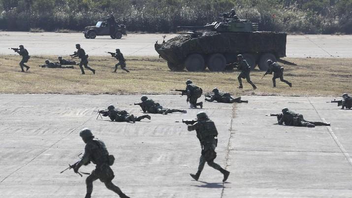 Ilustrasi latihan perang tentara Taiwan. (AP/Chiang Ying-ying)