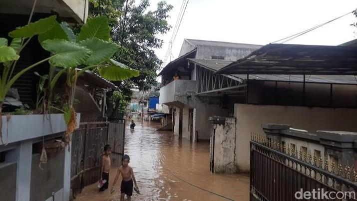 Banjir di Pejaten Timur, Pasar Minggu, Jaksel (Tiara Aliya Azzahra/detikcom)