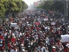 Makin Rusuh, Polisi Myanmar Bentrok dengan Massa Anti Kudeta