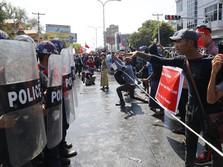 Myanmar Makin Panas, Ratusan Pendemo 'Serbu' Kedubes China