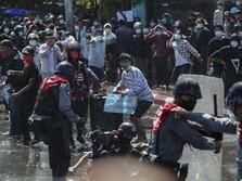 Demo Myanmar Memanas, Polisi Tembak Kepala Demonstran