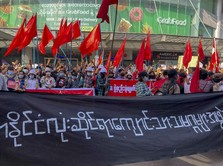 Pantang Mundur, Rakyat Myanmar Demo di Tengah Ancaman Militer