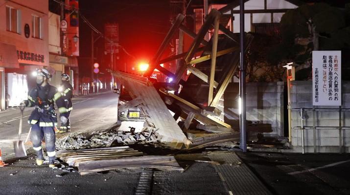 Gempa berkekuatan 7,3 skala Richter mengguncang prefektur Miyagi dan Fukushima di wilayah Tohoku, Jepang, Sabtu (13/2/2021) malam. (AP/Jun Hirata)