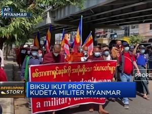 Biksu Ikut Protes Kudeta Militer Myanmar