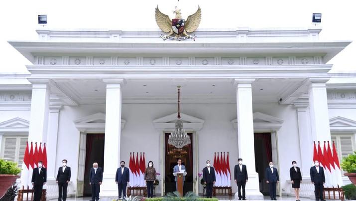 Presiden Joko Widodo (Jokowi) mengumumkan jajaran dewan direksi Lembaga Pengelola Investasi (LPI), dana abadi Indonesia yang bernama Indonesia Investment Authority (INA). (Muchlis Jr - Biro Pers Sekretariat Presiden)