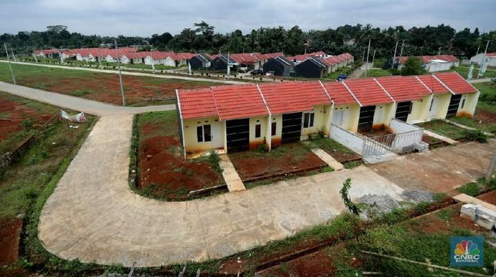 Suasana proyek pembangunan perumahan di Depok, Jawa Barat, Rabu (17/2/2021). Harga hunian rumah masih menunjukkan kenaikan pada kuartal IV-2020 namun laju kenaikan melambat. (CNBC Indonesia/Tri Susilo)
