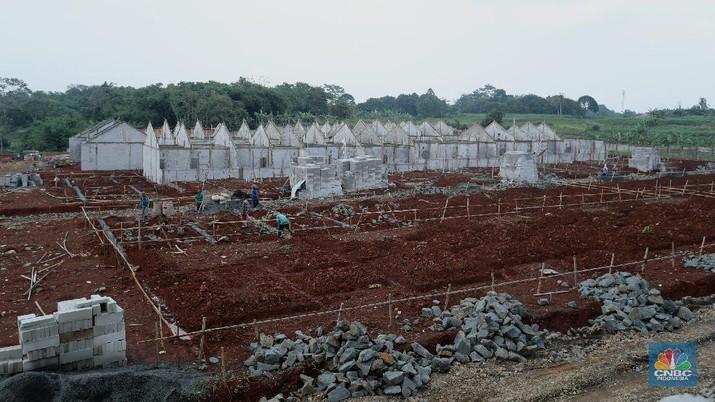 Suasana proyek pembangunan perumahan di Depok, Jawa Barat, Rabu (17/2/2021). Harga hunian rumah hunian masih menunjukkan kenaikan pada kuartal IV-2020 namun laju kenaikan melambat. (CNBC Indonesia/Tri Susilo)