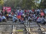 'Menggila', Pendemo Myanmar Blokir Jalur Kereta Lawan Kudeta