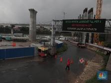 Penampakan Pintu Tol Jatibening yang Terendam Banjir