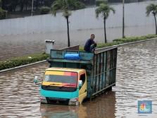 PLN Padamkan Listrik di Kawasan Banjir Jakarta-Bekasi