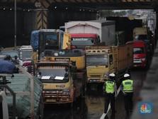 Banjir Bikin Macet, Contraflow Diberlakukan di Tol Japek