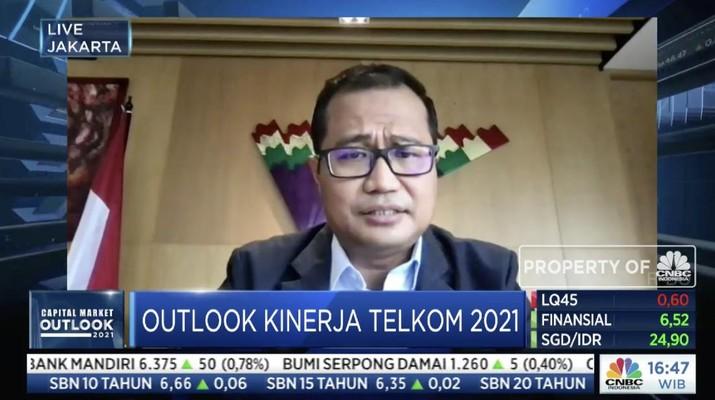 Direktur Strategic Portfolio Telkom Indonesia Budi Setyawan Wijaya dalam acara Capital Market Outlook 2021 dengan tema
