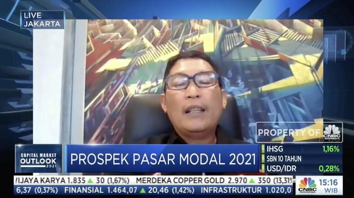 Direktur Utama Bursa Efek Indonesia Inarno Djajadi  dalam acara Capital Market Outlook 2021 dengan tema